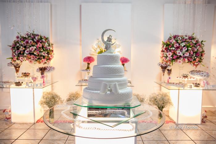fotos casamento rj mesa do bolo decoração da festa com flores e doces por kelly fontes fotografia