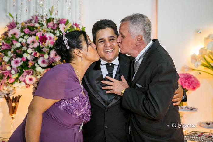 fotos casamento rj beijo de sandiuiche dos pais no noivo por kelly fontes