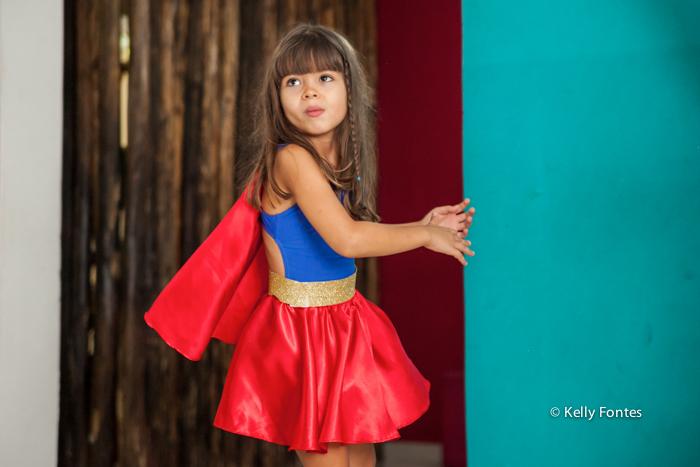 fotos festa infantil rj - bolo mulher maravilha super heróis menina Luisa linda curtindo Balangandã Casa de Festas