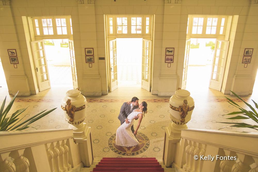 fotos casamento RJ beijo dos noivos Jockey Club Rj Lagoa por Kelly Fontes Fotografia