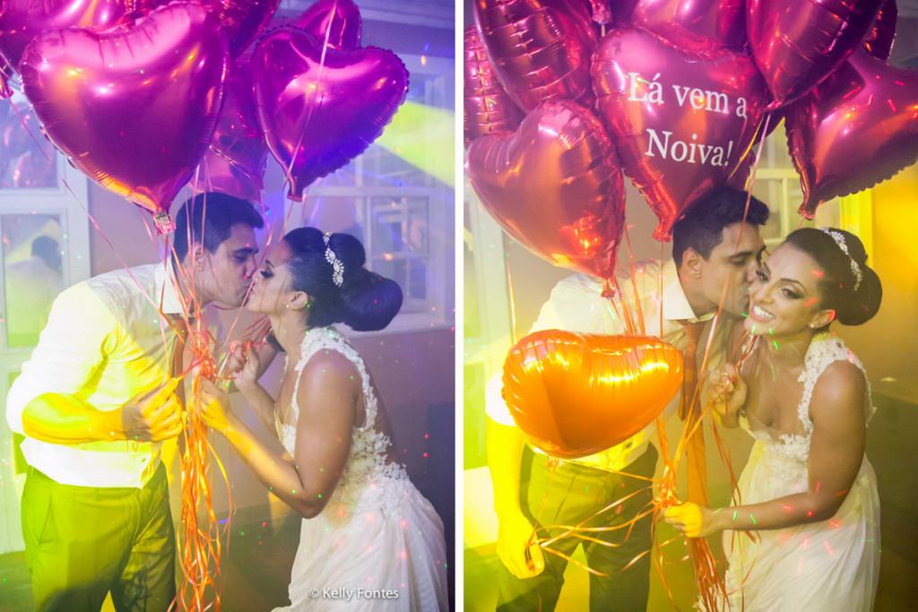 Fotografia Casamento RJ festa pista de danca balao de coracao vermelho beijo dos noivos