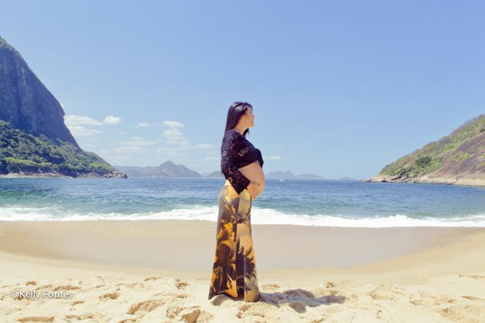 Fotos de Gestante RJ Paula grávida na praia com marido - fotografo Kelly Fontes
