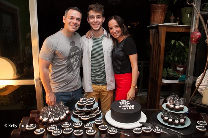 Fotos festa de 18 anos RJ aniversário surpresa mauricio familia mãe e pai