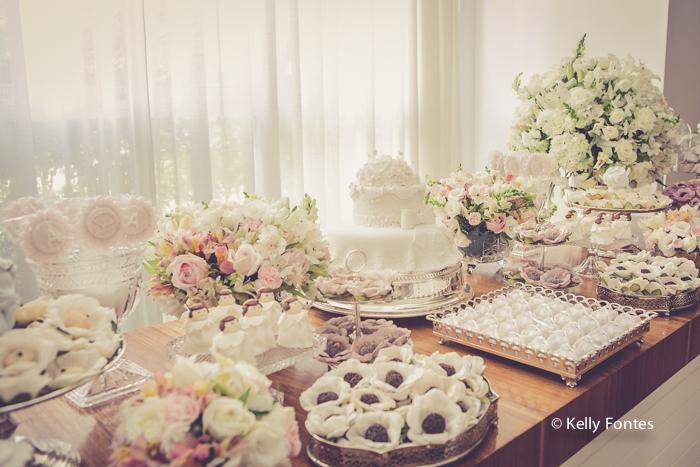 fotos festa batizado RJ mesa do bolo decoração Alice Cidade Jardim Barra da Tijuca