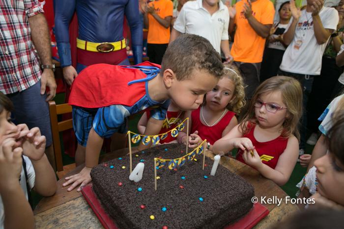 Fotografia festa infantil rj Elisa e Heitor Espaço Aldeia Barra da Tijuca bolo super homem