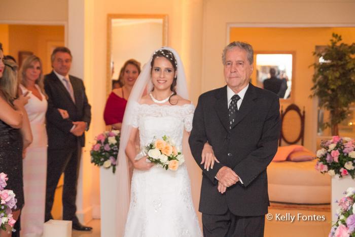 Fotos Casamento RJ noiva entrando com o pai por Kelly Fontes Fotografia