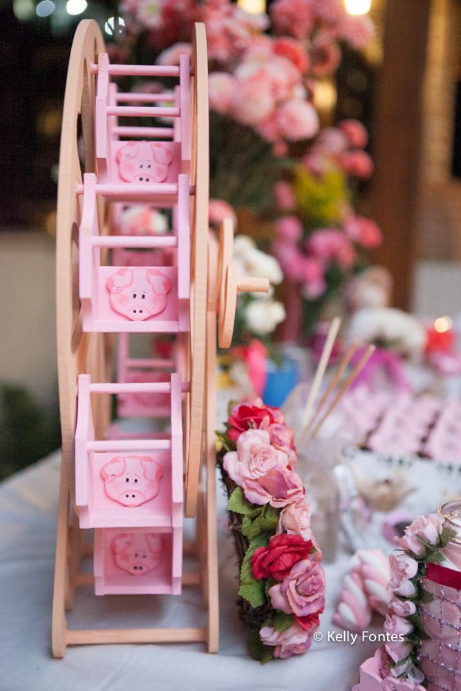 Foto cha de bebe RJ decoração mesa do bolo cor de rosa tema porquinho porquinha rosa fralda