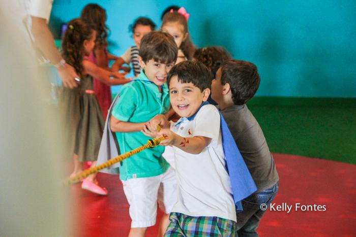 Fotografia festa infantil RJ - Os Vingadores e Frozen - Foto de criança Na Moitta Itanhangá RJ