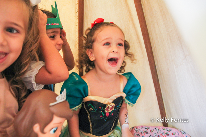 Fotografia festa infantil RJ - Os Vingadores e Frozen - Foto de criança feliz, Na Moitta Itanhangá RJ