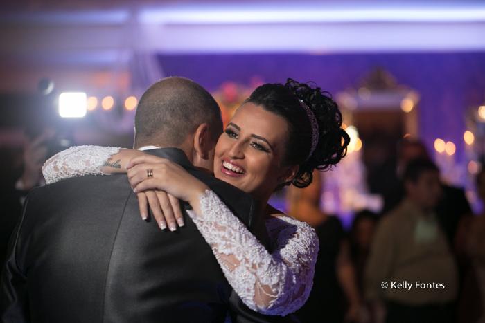 Fotografia Casamento RJ foto dança dos noivos na festa por Kelly Fontes