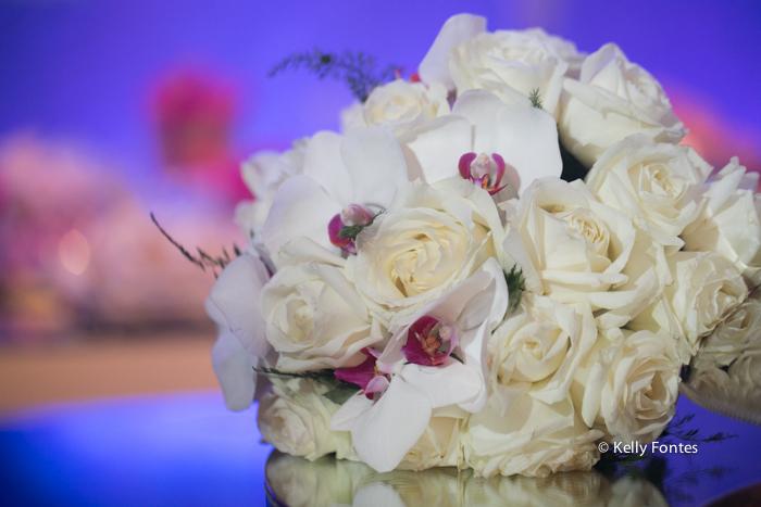 Fotografia Casamento RJ foto buque da noiva flores brancas bouquet por Kelly Fontes