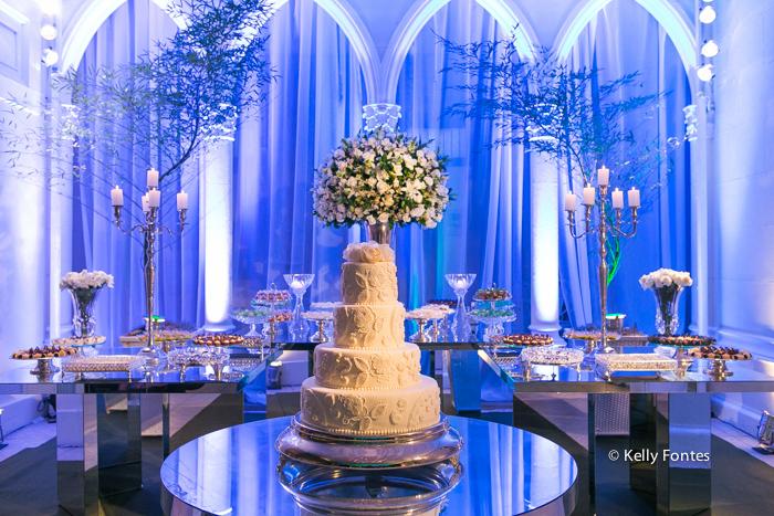 Fotografia Casamento RJ na mesa do bolo Igreja Nossa Senhora das Gracas Capela Botafogo por Kelly Fontes