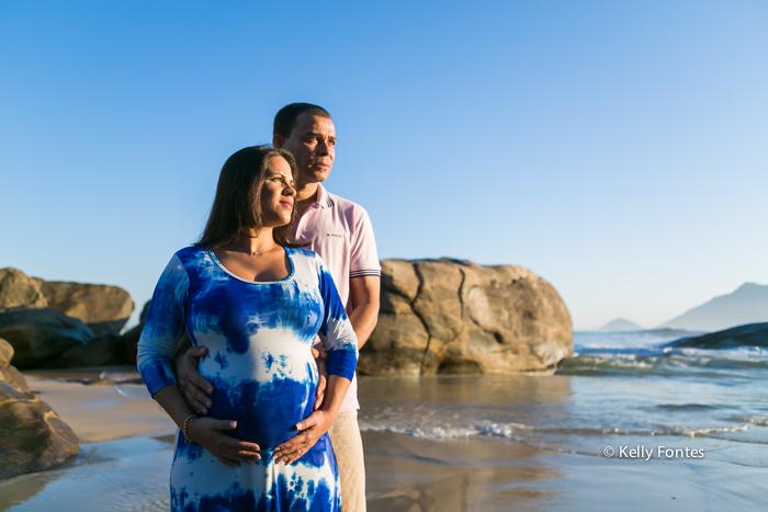 book gestante rj fotos gravida com marido na praia mar orla rio de janeiro por Kelly Fontes