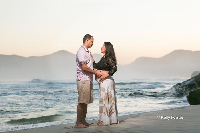 book gestante rj fotos gravida na praia com marido mar rio de janeiro por Kelly Fontes