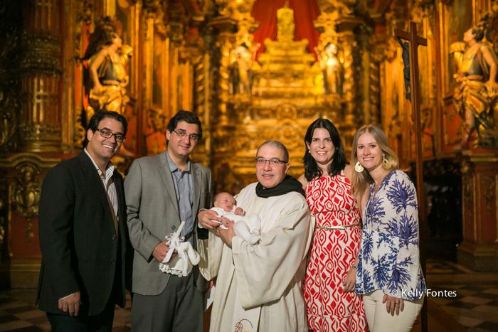 Fotos Batizado RJ Mosteiro de Sao Bento fotografia Batismo com o padre por Kelly Fontes