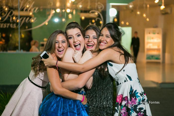 Fotos festa de 15 anos RJ pista de danca com amigas fotografia debutante Book por Kelly Fontes