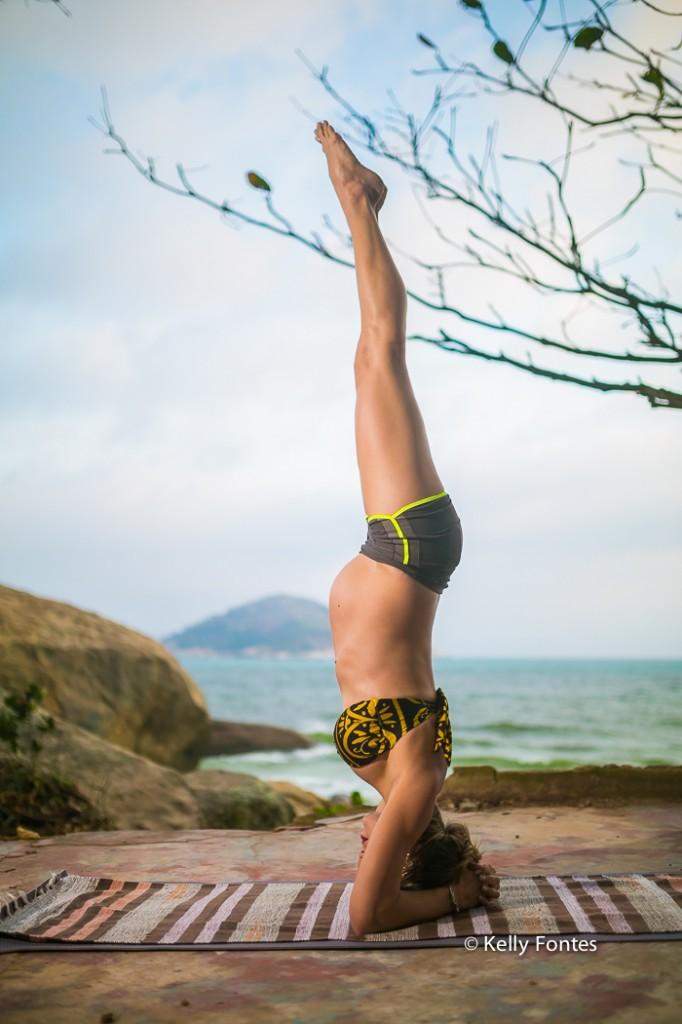book-gestante-rj-ioga-yoga-shirshasana-invertida-fotos-gravida-por-kelly-fontes-fotografia