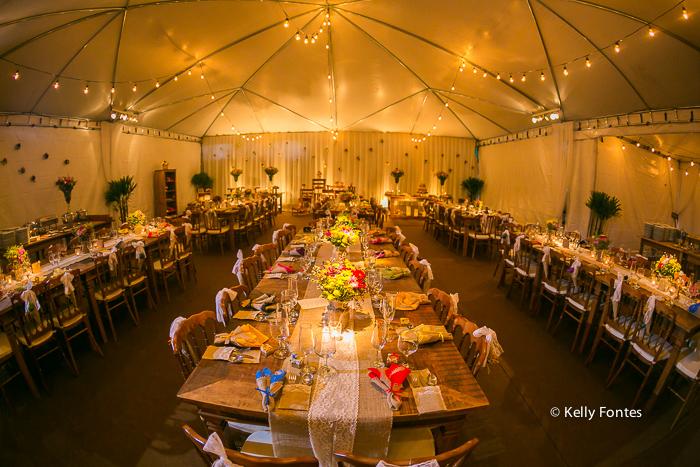 Fotografia decoracao Casamento RJ mesa convidados dia ar livre sitio topo de bolo pombos por Kelly Fontes mesa bolo