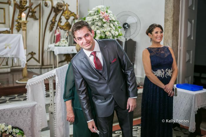 Fotografia Casamento RJ noivo no altar da Igreja esperando a noiva chegar fotos por Kelly Fontes