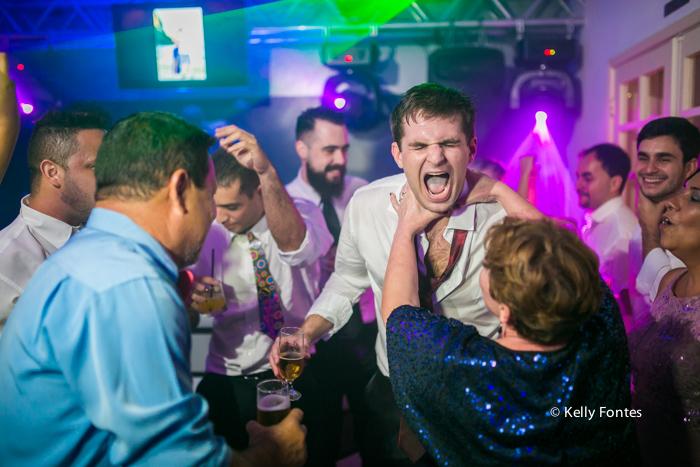 Fotografia festa de Casamento RJ noivos dancando na pista de dança fotos por Kelly Fontes