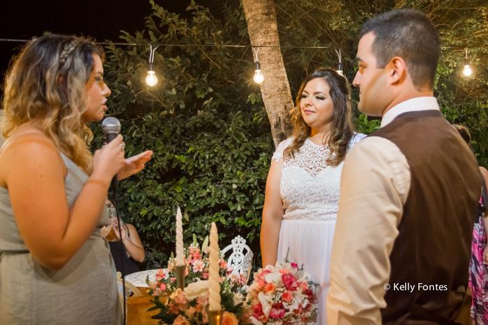 fotografia casamento rj cerimonia noivos no altar ao ar livre