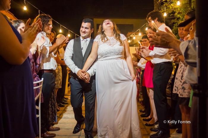 fotos-casamento rj noivos no altar cerimonia saindo felizes sorridente