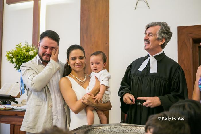 Fotos Batizado RJ Mathias com os pais emocionados batismo na Igreja Luterana Evangelica por Kelly Fontes