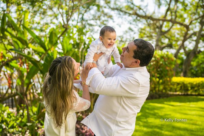 fotografia Batizado RJ Artur com os pais fotos de família no Mosteiro de São Bento no Centro do Rio de Janeiro