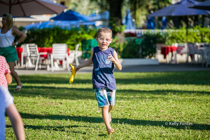 Fotografia Festa Infantil RJ nos brinquedos correndo com amiguinhos por Kelly Fontes