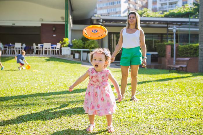 Fotografia Festa Infantil RJ nos brinquedos por Kelly Fontes com irma