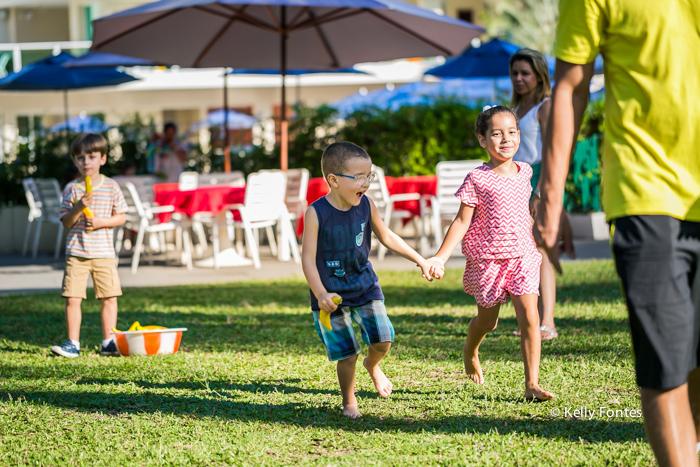 Fotografia Festa Infantil RJ nos brinquedos por Kelly Fontes com amigos