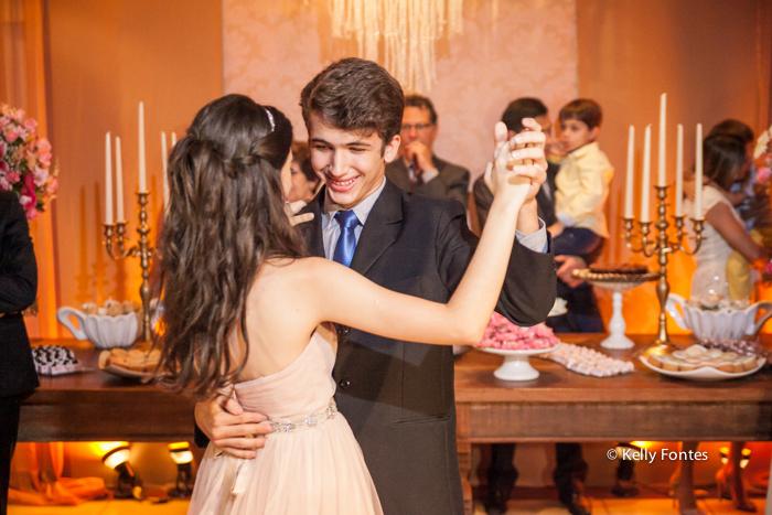 Fotografia festa 15 anos debutante dançando valsa com o principe rio de janeiro RJ Kelly Fontes