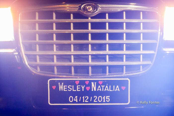 fotografia de casamento rj carro dos noivos placa com a data capela santo cristo dos milagres alto da boa vista