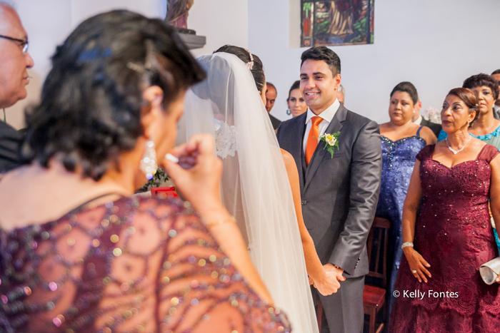 fotografia de casamento rj Capela Santo Cristo dos Milagres Padre Navarro escadaria no Alto da Boa Vista noiva e noivo no altar