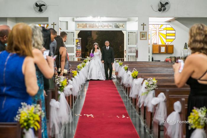fotos casamento rj noiva entrando com o pai na Igreja para altar