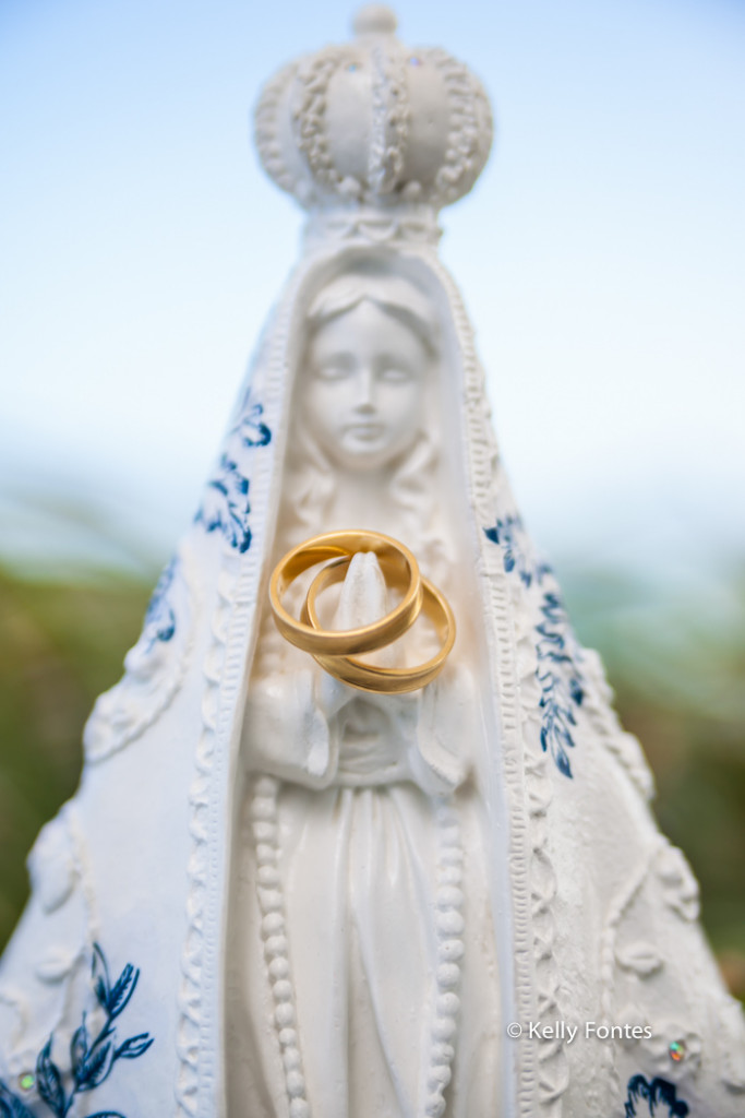 Fotografia Casamento RJ imagem da nossa senhora aliança dos noivos making of da noiva no hotel Atlantico Sul por Kelly Fontes