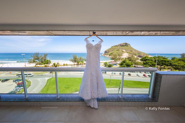 Fotografia Casamento RJ vestido branco making of da noiva varanda vista mar hotel Atlantico Sul por Kelly Fontes