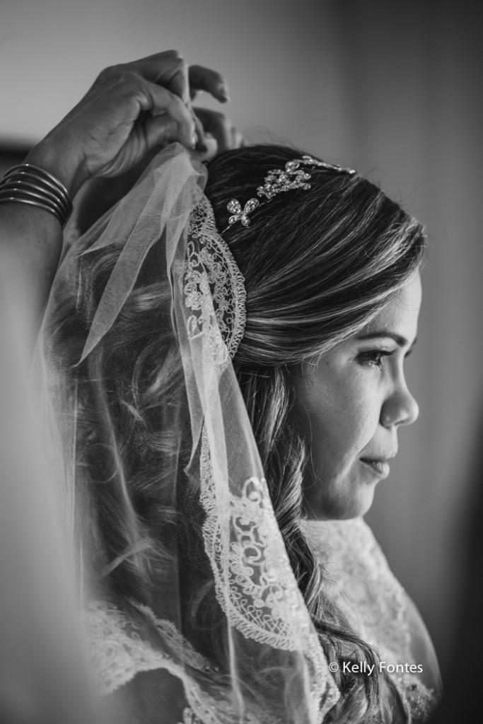 Fotografia Casamento RJ making of da noiva com véu branco hotel Atlantico Sul por Kelly Fontes